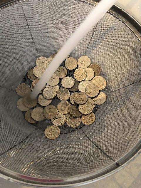 硬貨洗浄中